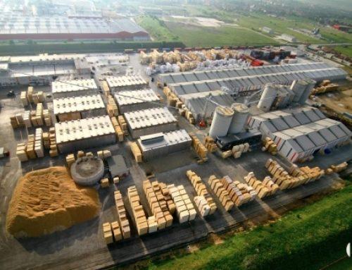 Félezer köbméternyi faanyagot foglaltak le a Schweighofer rétyi üzeménél – a Transindex.ro portálról